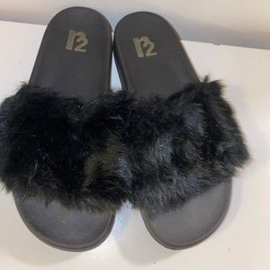 R2 furry slippers - size 7
